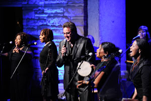 Vince Gill und The McCrary Sisters; Foto: John Russell