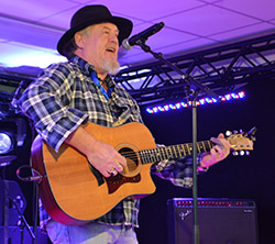 Tiny McNeela bei Country Music Meeting 2015
