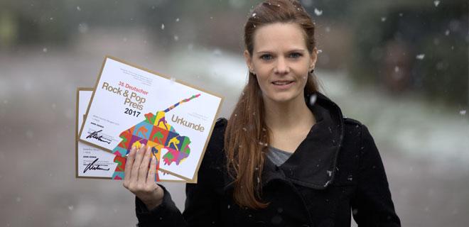 Ann Doka mit den Rock- & Pop-Preis 2017 Urkunden