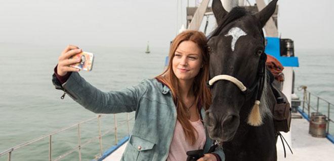 Hanna Binke als Mika und Ostwind